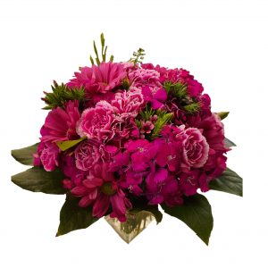 Low and dense bouquet in pink