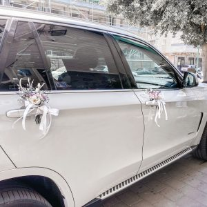 Car decoration combined with flowers